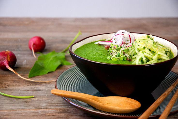 Sopa Fría de Pera y Espinacas con Fideos de Pepino