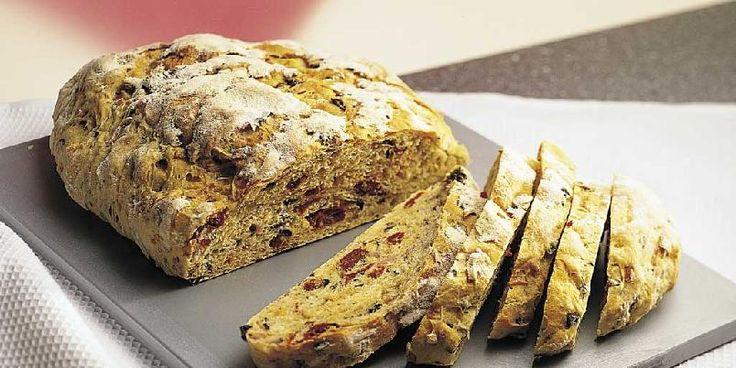 Olivenbrød med soltørkede tomater og krydderurter / Bread with olives, sun dried tomatoes and herbs
