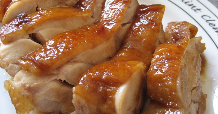 調味料は3種類。焼かずに煮るだけ。 短時間でやわらか~い鶏肉のチャーシューができちゃう!(^_^)v ポイントは、鶏肉が丁度納まる大きさのお鍋を使ってね!