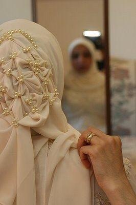 Hijab looks for brides who wear hijab, fashionable bridal looks for brides who wear hijab.