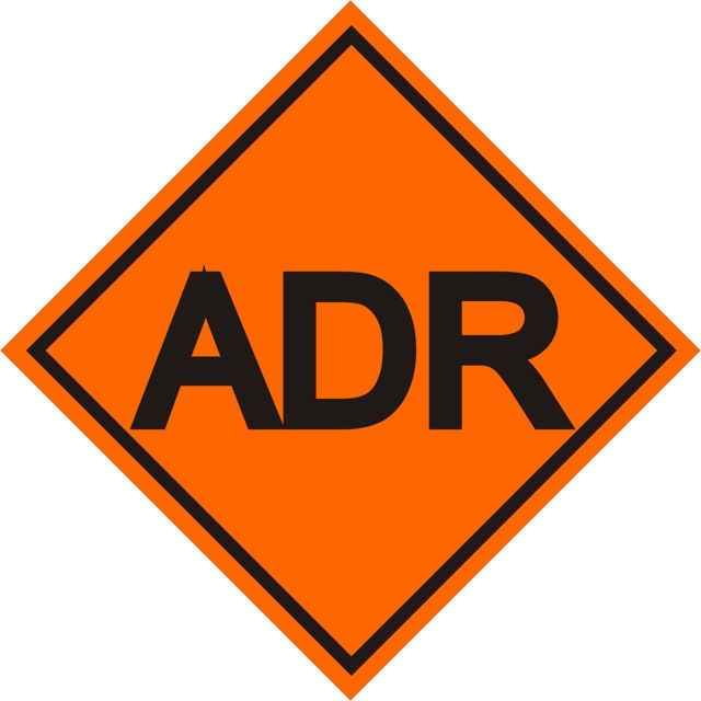 Naklejką tą oznacza się skrzynki ADR oraz miejsca przechowywania skrzynki ADR, jeżeli ta jest niewidoczna w pojeździe samochodowym. Wymiar naklejki...