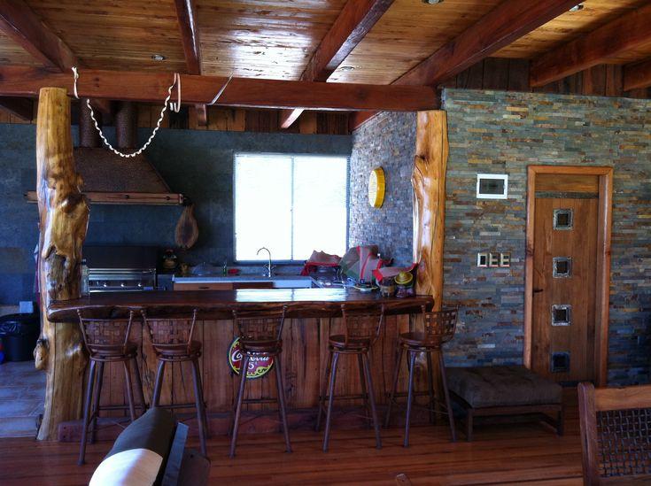 Proyecto Aculeo. Interior de quincho, living comedor y bar hecho ...