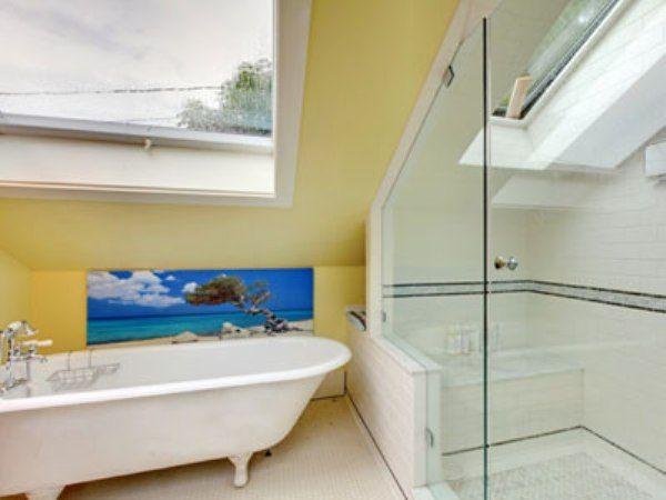 Картинки по запросу ванная комната на мансарде