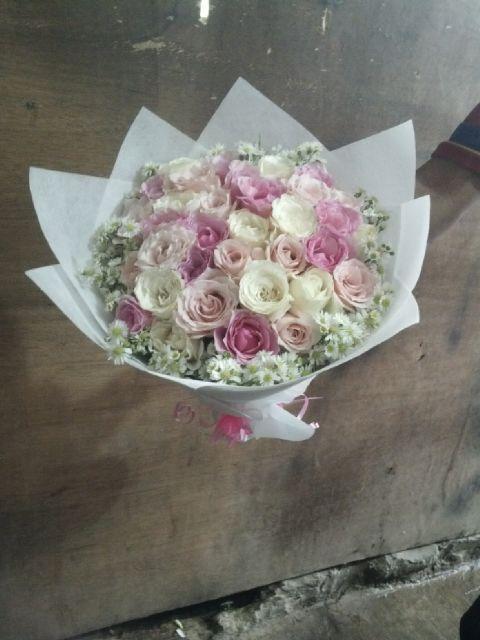 TOKO BUNGA DI JAKARTA FRESHCUT FLOWERS: BUNGA TANGAN WISUDA