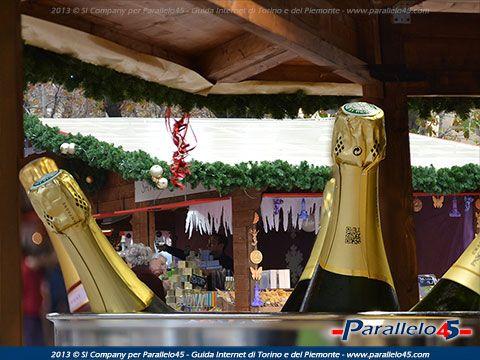 E' arrivato a #Torino il Mercatino di Natale Francese. In Piazza Solferino fino al 24 novembre 2013. Info su http://www.parallelo45.com/p45gallery_display.asp?Foto=1530&Cat=5017 Immagini su http://www.parallelo45.com/p45gallery_cat.asp?Cat=5017