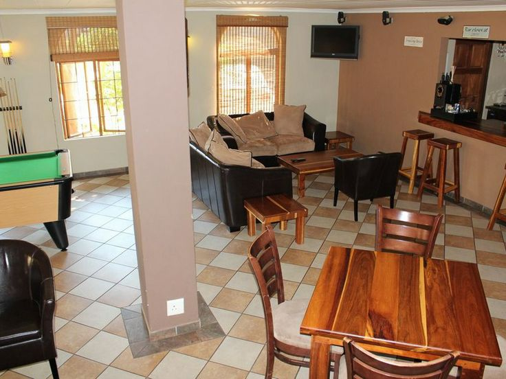 Madidinkwe Gest Villa CASH BAR AND ENTERTAINMENT