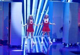 30-Nov-2013 21:30 - MALTA WINT JUNIOR SONGFESTIVAL. Malta heeft de finale van het Junior Eurovisiesongfestival in de Oekraïense hoofdstad Kiev gewonnen. De 12-jarige Gaia Cauchi scoorde de meeste punten met haar liedje 'The Start'. Nederland eindigde als achtste. De tweelingzussen Mylène en Rosanne uit Badhoevedorp traden op met het nummer 'Double Me', geproduceerd door Tjeerd Oosterhuis. Mylène en Rosanne namen het verder op tegen jonge artiesten uit Macedonië, Azerbeidzjan, San...
