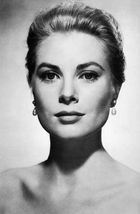 Icon - Grace Kelly (1929 – 1982)    Starred in Mogambo, The Country Girl, Rear Window, To Catch a Thief,  Green Fire