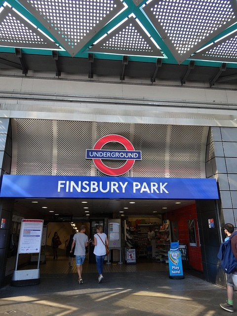 Finsbury Park Station by http://randomlylondon.com