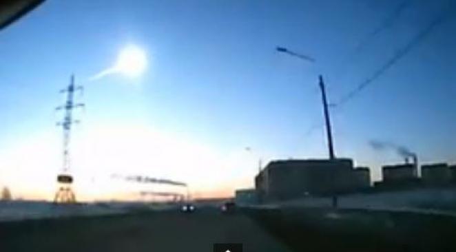 Russie : reconstitution de la chute de la météorite sur Tcheliabinsk