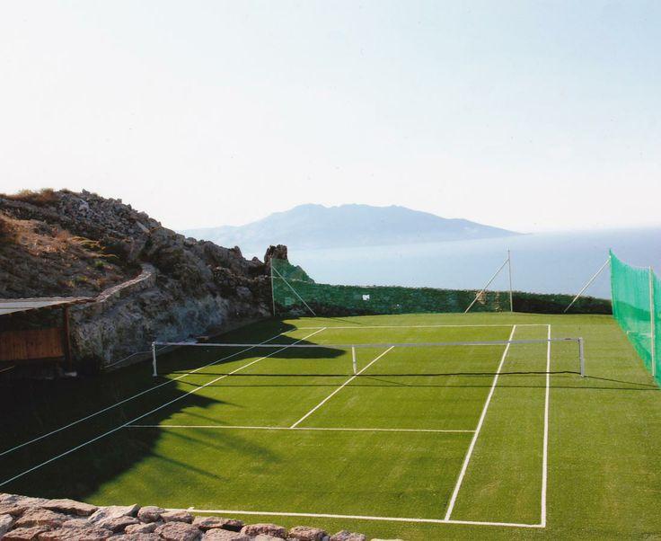 Castor villa tennis court