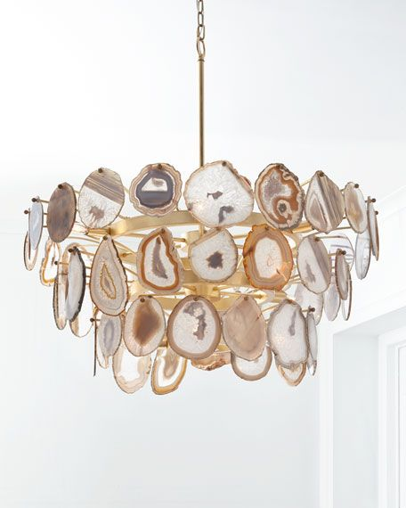 Really impressed by agate? Chandeliers or table lamps made of agate slices are the perfect choice for your dining room or hallway.