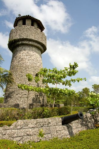 Guatemala lighthouse | Panoramio - Photo of Lighthouse and cannons at Amatique Bay Resort