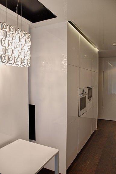 Sufit napinany - biały lustrzany