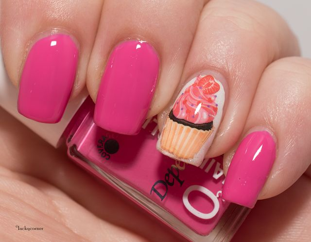 Lacky Corner: United In Pink - Depend O2 517