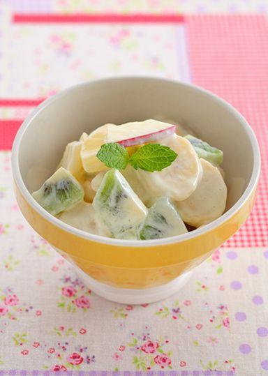 フルーツサラダ のレシピ・作り方 │ABCクッキングスタジオのレシピ ... キウイフルーツはビタミンCを多く含む食材です。 たんぱく質と組み合わせて取ることでカラダの中でコラーゲンの生成を促進してくれます。