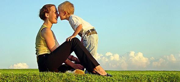 Οι φωνές και ο αυταρχισμός δεν οδηγούν πουθενά. Δείτε πώς θα βάλετε όρια στο παιδί επιβραβεύοντας την θετική συμπεριφορά του.