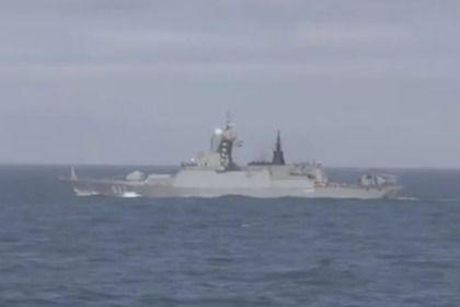 Британский фрегат «Сазерленд» сопроводил российские корветы в Ла-Манше       На сайте Королевского флота выложено видео сопровождения фрегатом «Сазерленд» российских корветов «Сообразительный» и «Бойкий», проходящих через Ла-Манш. Два корвета Балтийского флота прошли Па-де-Кале утром 14 апреля в сопровождении буксира и танкера. По имеющейся информации, они направляются в Средиземное море.