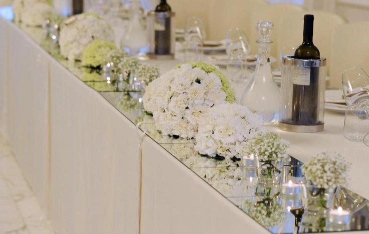 Il tavolo d'onore allestito per il grande evento. Allestimenti a cura di Buccella Associati Wedding Planner e Amatelier.   Leggi l'articolo sul blog.   http://www.amatelier.com/rubriche/amawedding/item/492-sulle-tracce-dulivo