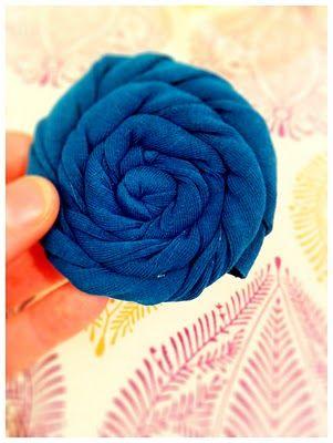 Fabric Flowers #fabric #flowers: Amazing Crafts, Fabrics Flowershow, Fabric Flowers, Flower Diy'S, Fabrics Flower How, Crafts Projects, Crafts Idea, Diy'S Fabrics, Flower Fabrics
