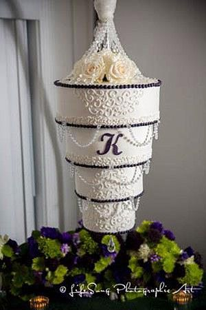 upside down wedding cake 17 best images about wedding cakes hanging chandelier 21504