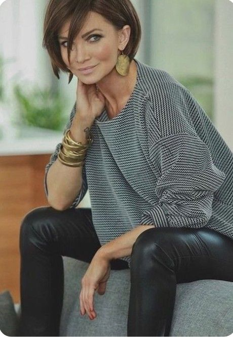 Loose fitting Oversized jumper and layered gold bracelets, large earrings // womens outfit inspiration for mature ladies