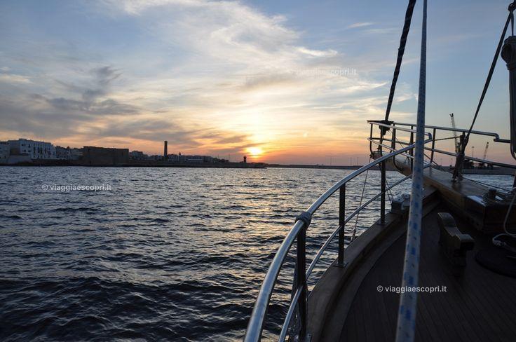 Tramonto dal caicco, Monopoli #WeAreinPuglia #blogtourMonopoli #Puglia http://www.viaggiaescopri.it/monopoli-mare-non-solo-spiaggia/