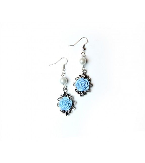 Frost Flower earrings. available at www.aconite.at