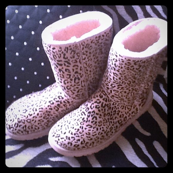 Pink leopard uggs Previously loved uggs price reflects look at 3 first pic for wear sings of wear tear. No returns UGG Shoes