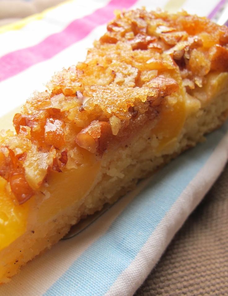 Cynthia Barcomi's Upside Down Cake mit Pfirsich und Pekannuss