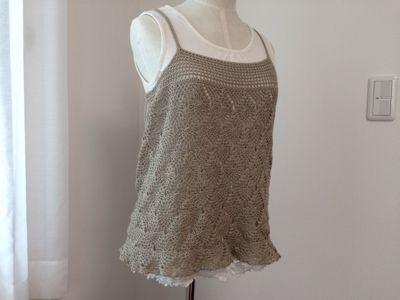 お待たせしました!パイナップル編みのキャミソールの編み図です^^この写真、完成当時の割と暑い時期に撮ったので、中はノースリーブを合わせていますが、長袖などを合わせたら、秋冬でも大丈夫だと思います^^キャミソールなので、イ
