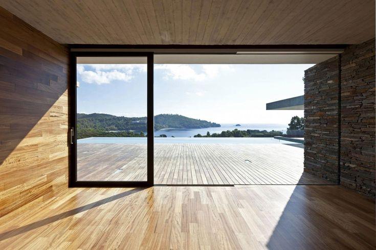 Stunning Skiathos: Gorgeous pool side views of Skiathos make this modern house a tranquil abode