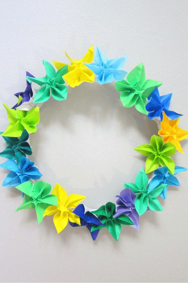 DIY origami flower wreath craft tutorial - perfect for Spring/Easter/wedding, or change the colours for Fall/Thanksgiving or Christmas...