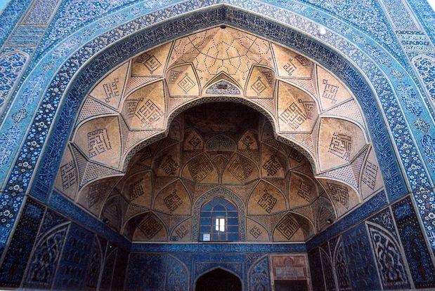 Masked e Jamé, Irã: a cidade iraniana de Ispaã tem uma grande quantidade de monumentos religiosos. Situada no centro da cidade, a mesquita de Masked e Jamé foi construída no século oito, ilustrando a evolução arquitetônica das mesquitas no país com decorações de diferentes estilos que abarcam mais de mil anos de arte islâmica Foto: Fulvio / Divulgação