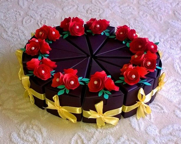 Wedding Cakes Ideas Wedding Cake Slice Boxes For Guests Combined With Beautiful Red Roses Flowers And Lovely Yelllow Ribbon Create Attractive Wedding Cake Boxes For Guests Decoration Attractive Wedding Cake Boxes for Guests Give Difference Cake Tastes