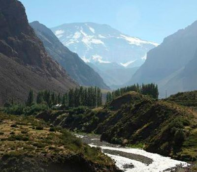 Ideal for lovers of ecotourism  In this tour we will visit the Cajón del Maipo area, which is located in the southeast part of Santiago city, famous for its hills, massifs, estuaries and rivers. The tranquility and fresh mountainair makes it impossible to forget.aipo | MTOTOUR Chile