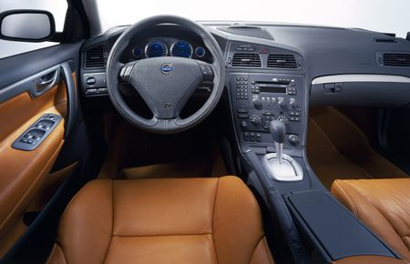Volvo V70R interior. I loved the joystick look of the manual transmission!