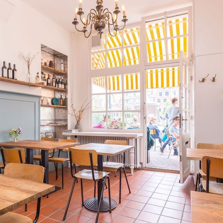 Nieuwe hotspot aan het Spaarne: Café Margaux. Met terras koffie lunch borrel en private dining. Blog staat nu online | link in de bio #haarlemcityblog #margaux #hotspot #haarlem #lunch #koffie #terras #borrel #spaarne
