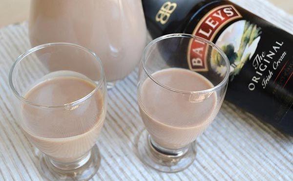 Baileys fait maison avec Thermomix, une recette simple et facile pour réaliser votre propre liqueur à base de whisky avec votre Thermomix.
