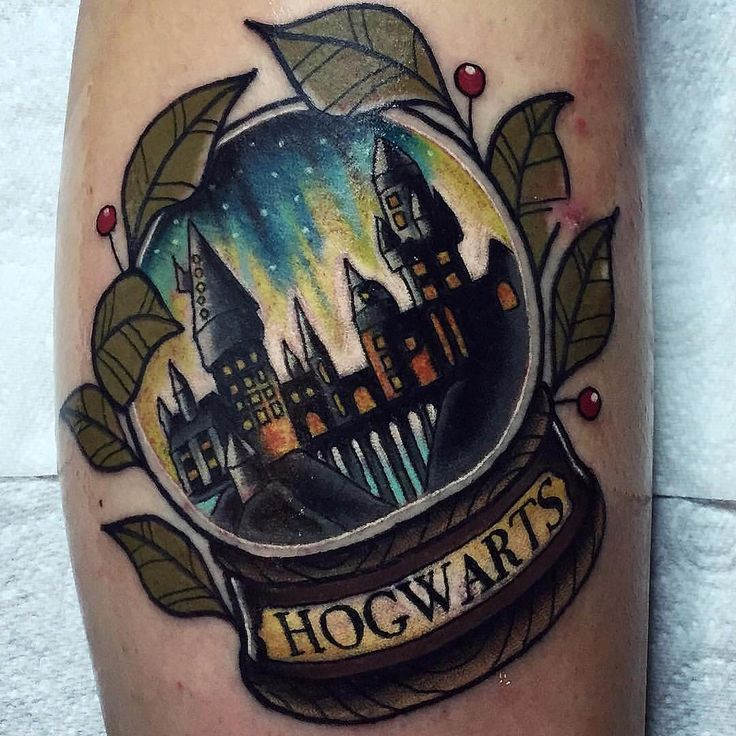 awesome hogwarts snow globe by chrisstockings harrypotter tattoo pinterest. Black Bedroom Furniture Sets. Home Design Ideas