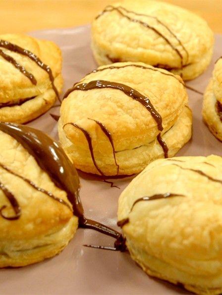 Für den spontanen Besuch: Blätterteigtaschen mit Toffifee und Nutella. Auf Vorrat kaufen und nach Belieben backen. Schoko-Nuss-Küchlein in 15 Minuten.
