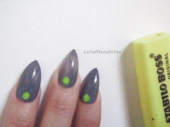 stiletto fake nails grey gray yellow neon by LaSoffittaDiSte