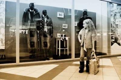 Часто слышала фразу, что в Барселоне мало магазинов для детей. Являясь мамой, уверенно могу сказать, что детских магазинов - море! А выбор даже, пожалуй, многообразнее и интереснее, чем в России. Встречаются, и эксклюзивные местные марки одежды и игрушек необычайной красоты! Но тем не менее, обо всех магазинах не напишешь, поэтому я составила списо...