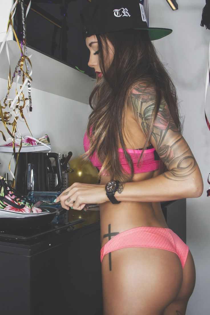 Sexy inked girl // Pink // Street style