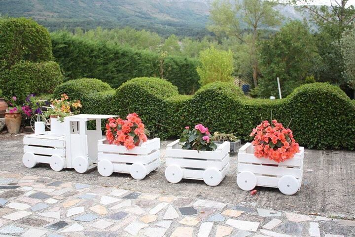 You'll love this tip: How To Built A Train Made Our Of Old Crates!