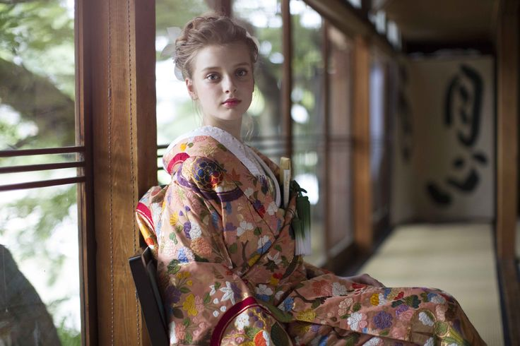 AYUMI BRIDAL kimono kyoto japan  色打掛 着物 手織り菖蒲丸紋