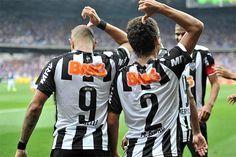 Diego Tardelli e Marcos Rocha lembram maior goleada dos clássicos em comemoração