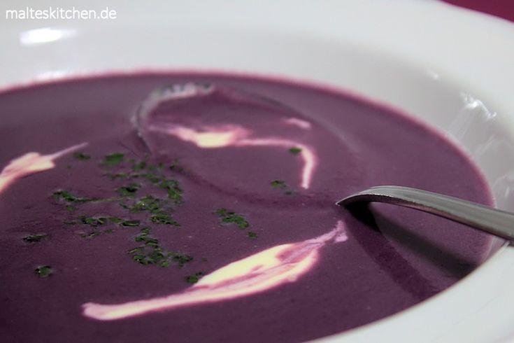 Die Rotkohlsuppe hat eine tolle Farbe