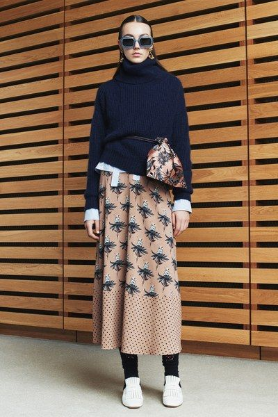 http://www.vogue.com/fashion-shows/fall-2017-ready-to-wear/markus-lupfer/slideshow/collection