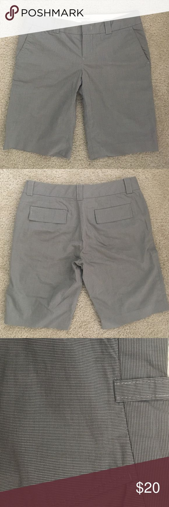 Banana Republic Women's Bermuda Chino Shorts Size 4. Gray. Bermuda Chino Shorts Banana Republic Shorts Bermudas